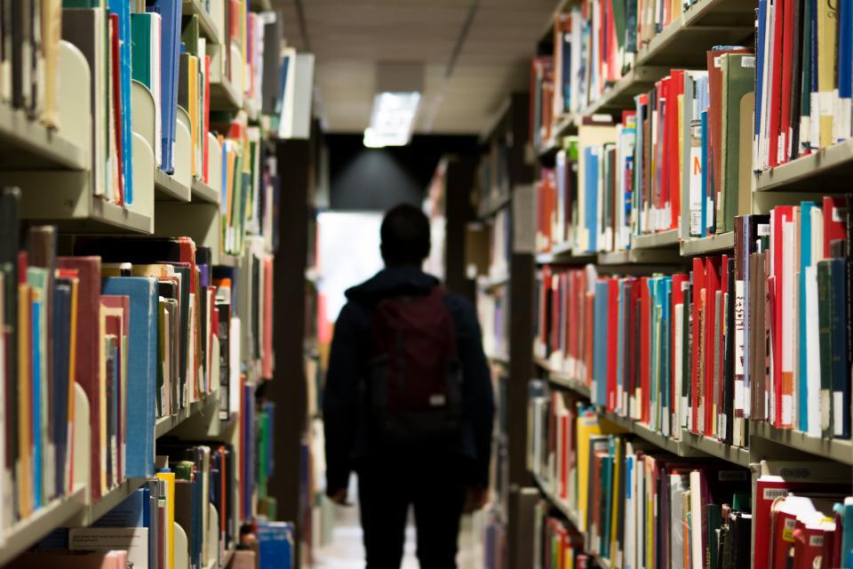 דרישה לפיצוי. ספרים|צילום: stocksnao.io