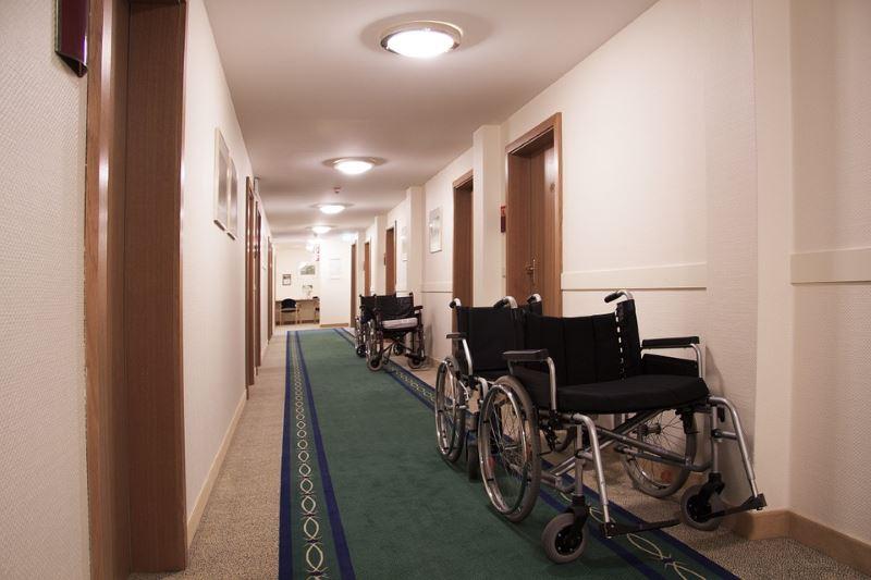 שיפור במצב. כסא גלגלים  pixabay.com