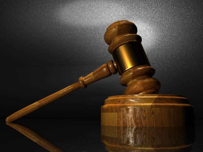 איחרה בביצוע התשלומים. פטיש בית משפט|צילום: pixabay.com