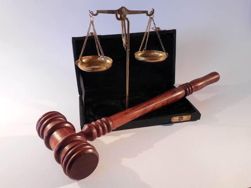 החלטה תקדימית. בתמונה: פטיש שופטים ומאזניים | צילום ארכיון: www.pixabay.com