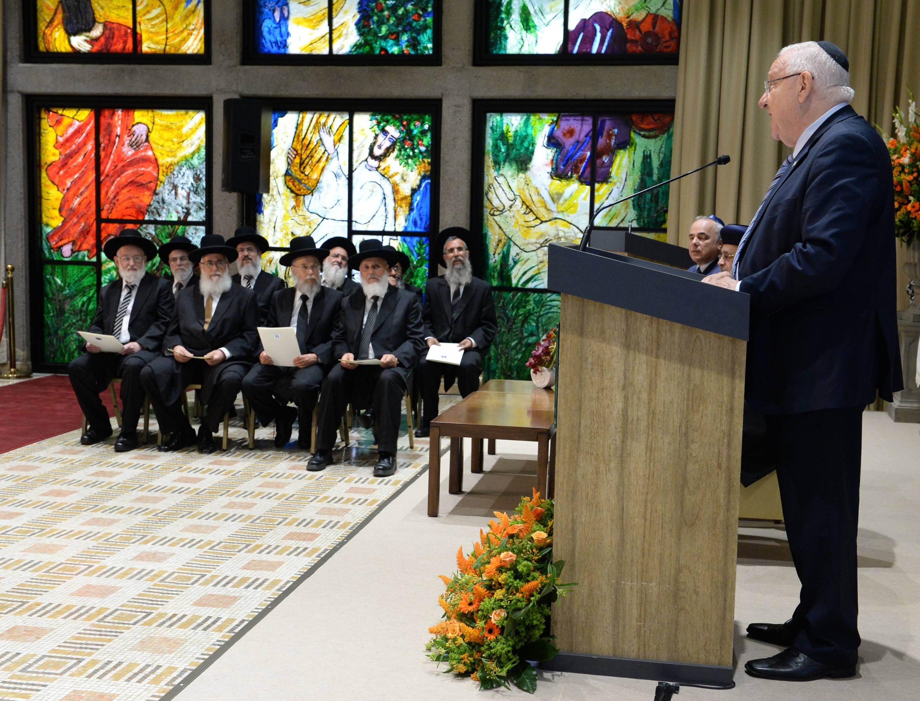 """""""סימן ברכה ליהדות ישראל כולה"""". בתמונה: ריבלין נואם בפני הדיינים  צילום: מארק ניימן, לע""""מ"""